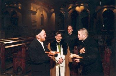 """Theologische Thesen zwischen Kirchenbänken:""""Disputation""""  Foto: Derlath"""
